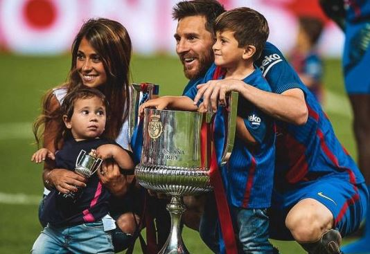 Beautiful Family Photo Of Lionel Messi, His Wife And Their Sons