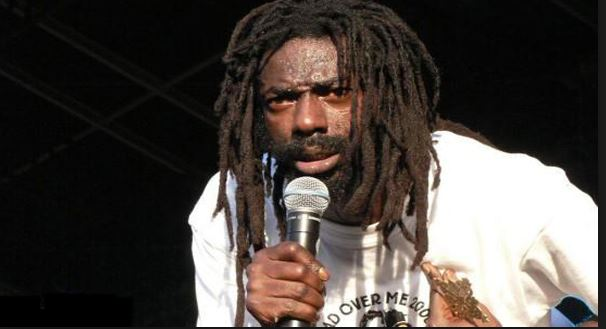Buju Banton shares food to the poor & needy on the streets of Jamaica