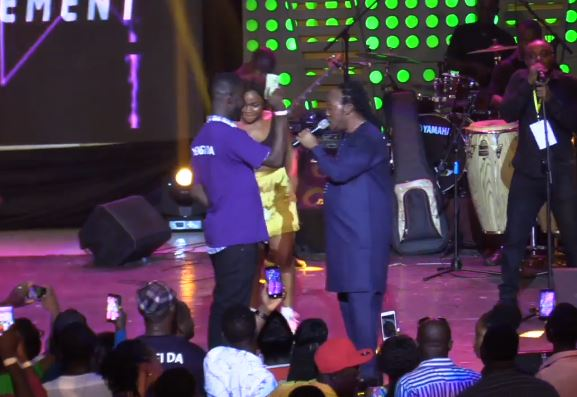 Daddy Lumba Brushes Off, Humiliates Fan Who Sprayed Money On Him