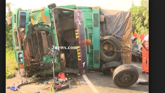 Driver and mate transporting 'wee' crash to death on Accra-Kumasi road
