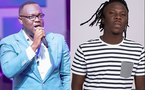 Gospel singer criticises Stonebwoy for endorsing secular songs in church