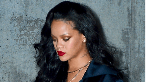 Thick Rihanna Is Now 201 Pounds... Still Looking Superb [PHOTOS]