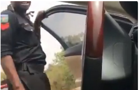 """Even God Supports Stealing"" Policeman Caught On Camera As He Collects Bribe From A Driver [VIDEO]"